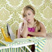 CLOTHES WITHOUT WRINKLES: IRONING OR STEAMING?